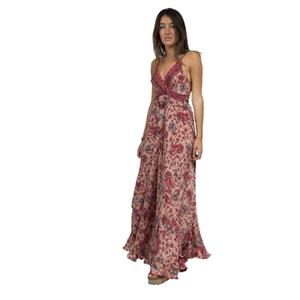 Vestido largo de tirantes ajustables en material fresco y fluido tacto seda con volante en bajo, en fondo rosa. Boho soul.  RO418R