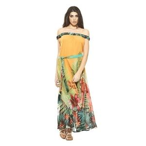 Vestido largo con estampado tropical color mostaza. BO434M