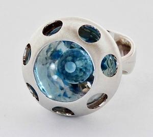 Sortija Vol de plata y  topacio azul