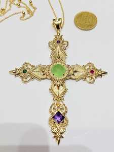 Cruz y cadena veneciana.