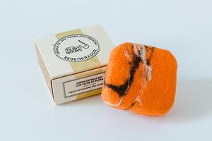 Esponja  Lana Virgen Con Jabón  regenerador Bio con germen de trigo  y naranja.