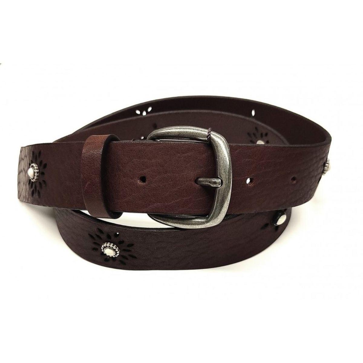 Cinturón marrón con remaches